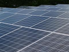 太陽光発電は初期設置費用が高い