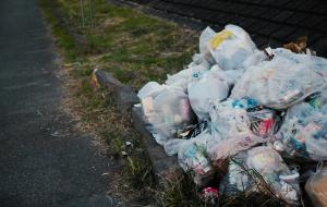 河川敷にゴミ捨て